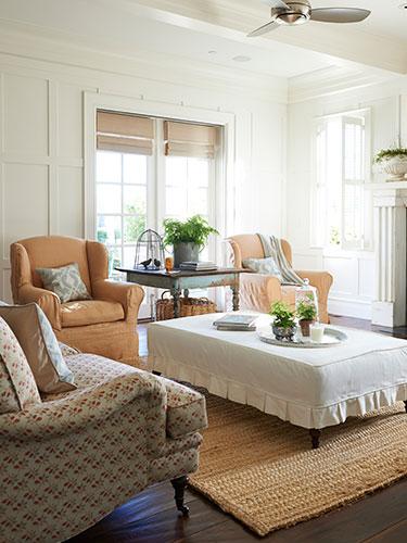 02-pretty-little-things-living-room-0414-lgn-83250734
